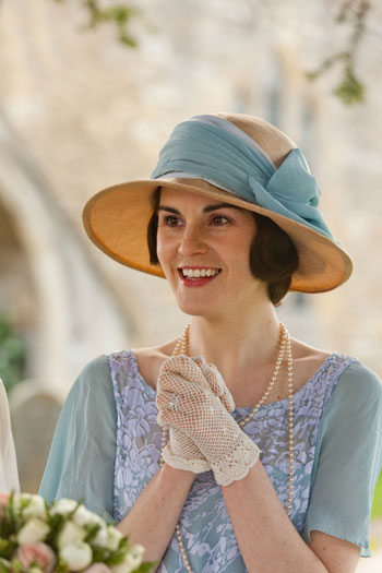 DAS3E2: Lady Mary looks joyful at Lady Edith's wedding