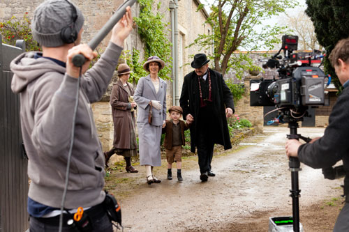 DAS3E3: BTS - Christine Mackie (Daphne Bryant) and Kevin McNally (Horace Bryant) film taking their grandson Charlie (Frank/Mariusz Lewis) home