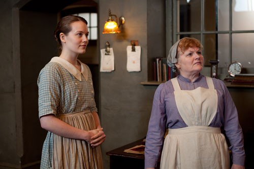 DAS3E3: New kitchen maid Ivy Stuart and Mrs. Patmore in the kitchen