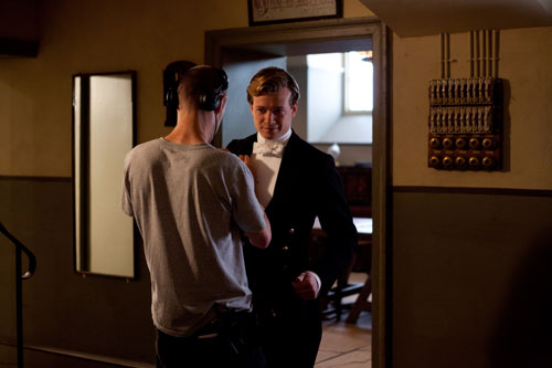 DAS3E4: BTS - Ed Speelers (Jimmy Kent) gets spiffied up between takes