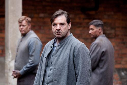 DAS3E5: Bates waits behind bars for his redemption