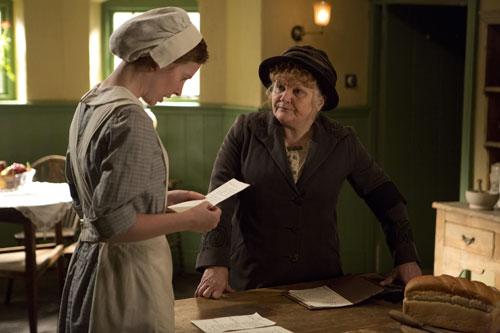 DAS3E5: Mrs. Patmore helps Ethel with a recipe