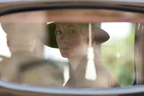 DAS3E6: Anna behind the car window glass