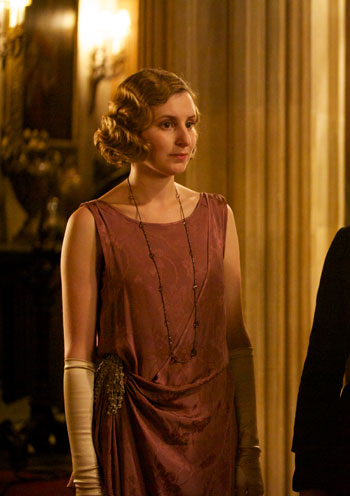 DAS3E6: Lady Edith looking lovely for dinner