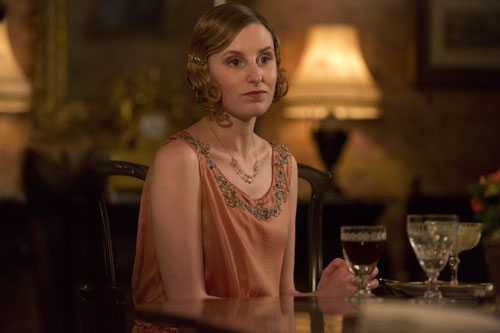 DAS3E6: Lady Edith all dressed up for dinner