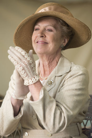 DAS3E6: Downton Cricket Match - Isobel cheers on the players