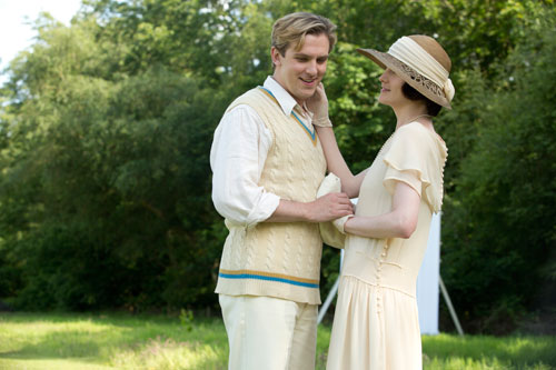 DAS3E6: Downton Cricket Match - Matthew and Mary steal a private moment away from the match