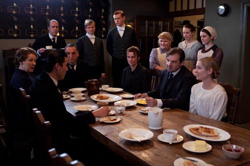 DAS3E6: Staff around the table in the servants' hall