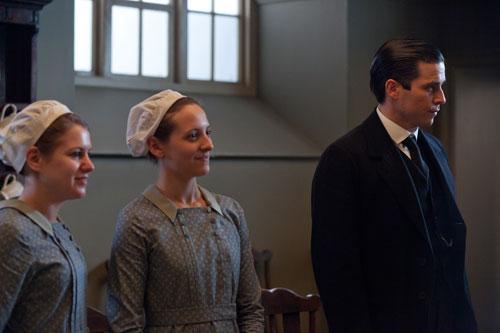 DAS3E6: Thomas and two maids