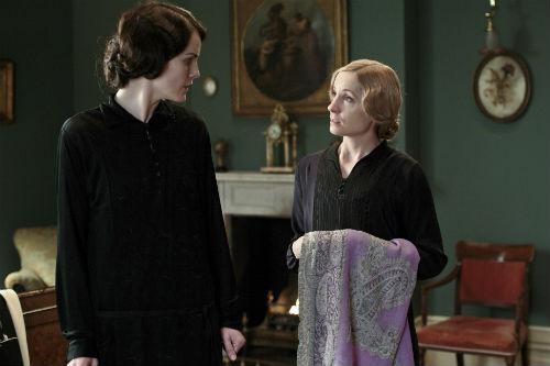 Downton Abbey S4E1: Lady Mary Crawley (MICHELLE DOCKERY), Anna Bates (JOANNE FROGGATT)