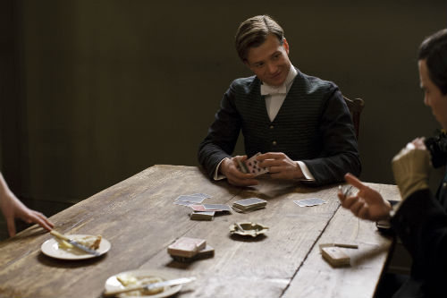 Downton Abbey S4E1: Jimmy Kent (ED SPELEERS), Thomas Barrow (ROB JAMES-COLLIER)