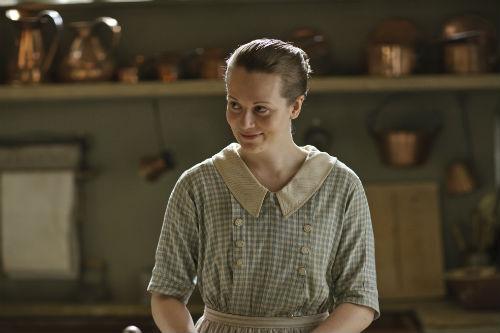Downton Abbey S4E1: Ivy Stuart (CARA THEOBOLD)