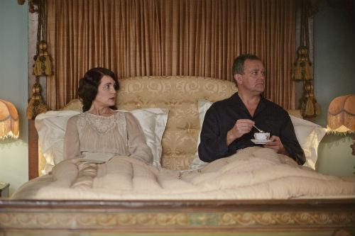 Downton Abbey S4E1: Cora Crawley, Lady Grantham (ELIZABETH MCGOVERN), Robert Crawley, Lord Grantham (HUGH BONNEVILLE)