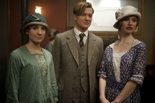 Downton Abbey S4E2: Anna Bate (JOANNE FROGGATT), Jimmy Kent (ED SPELEERS), Lady Rose MacClare (LILY JAMES)