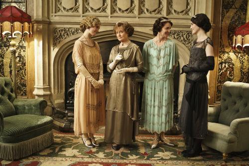 Downton Abbey S4E3: Lady Rose MacClare (LILY JAMES), Cora Crawley (ELIZABETH MCGOVERN), Lady Mary Crawley (MICHELLE DOCKERY)