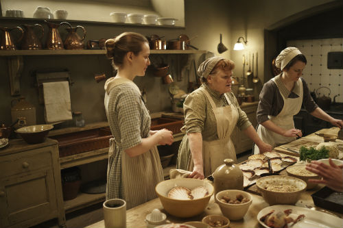 Downton Abbey S4E3: Ivy Stuart (CARA THEOBOLD), Daisy Mason (SOPHIE MCSHERA), Mrs. Patmore (LESLEY NICOL)
