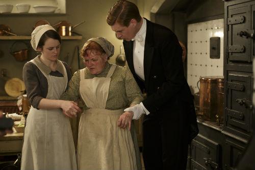 Downton Abbey S4E3: Daisy Mason (SOPHIE MCSHERA), Mrs. Patmore (LESLEY NICOL), Aflred Nugent (MATT MILNE)
