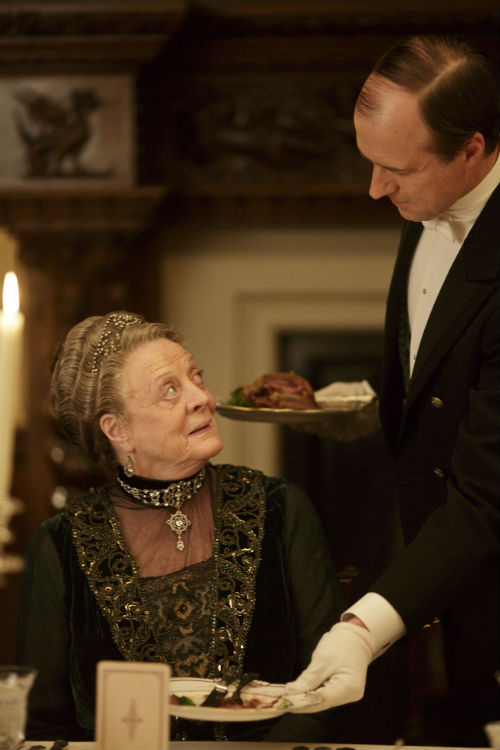 Downton Abbey S4E3: Violet Crawley, Dowager Countess of Grantham (MAGGIE SMITH), Molesley (KEVIN DOYLE)