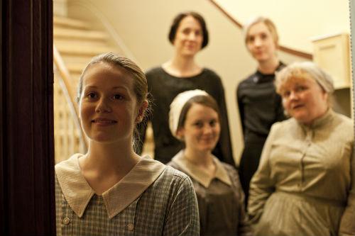 Downton Abbey S4E5: Ivy Stuart (CARA THEOBALD), Daisy Mason (SOPHIE MCSHERA), Mrs. Patmore (Leslie Nicholl)