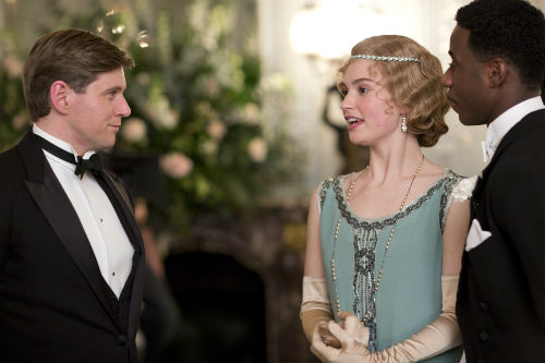 Downton Abbey S4E3: Tom Branson (ALLEN LEECH), Rose MacClare (LILY JAMES), Jack Ross (GARY CARR)
