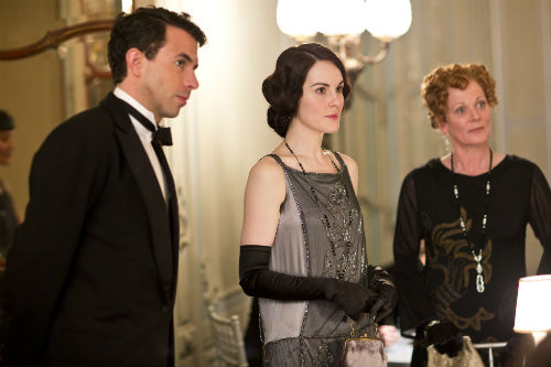 Downton Abbey S4E3: Lord Gillingham (TOM CULLEN), Mary Crawley (MICHELLE DOCKERY), Rosamund Painswick (SAMANTHA BOND)
