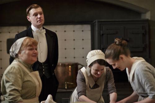Downton Abbey S4E4: Mrs. Patmore (LESLIE NICHOLL), Alfred Nugent (MATT MILNE), Daisy Mason (SOPHIE MCSHERA), Ivy Stuart (CARA THEOBALD)