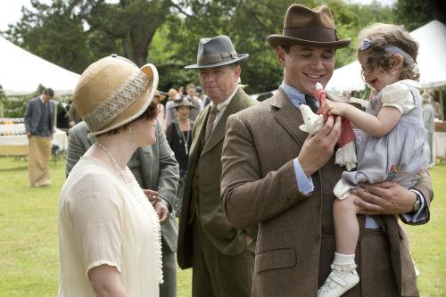 Downton Abbey S4: Sarah Bunting, Tom Branson (ALLEN LEECH), Sybbie