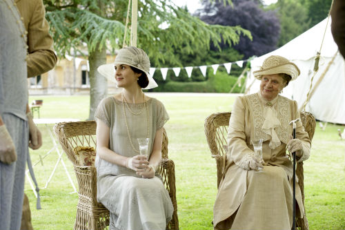 Downton Abbey S4: Mary Crawley (MICHELLE DOCKERY), Violet Crawley (MAGGIE SMITH)