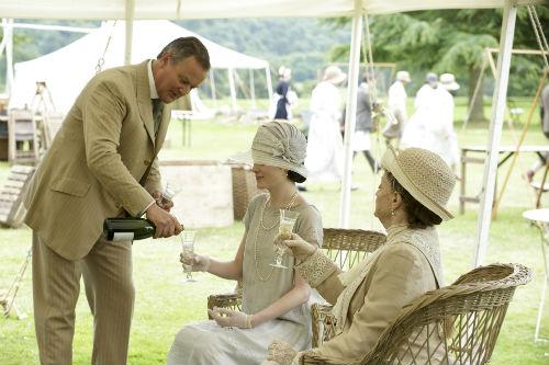 Downton Abbey S4: Robert Crawley (HUGH BONNEVILLE), Mary Crawley (MICHELLE DOCKERY), Violet Crawley (MAGGIE SMITH)