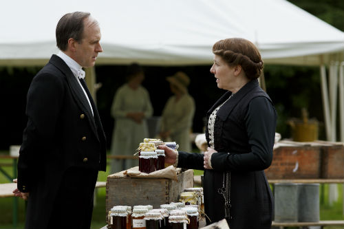 Downton Abbey S4: Molesley, Mrs. Hughes (PHYLLIS LOGAN)