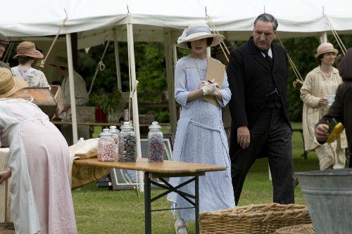 Downton Abbey S4: Cora Crawley (ELIZABETH MCGOVERN), Mr. Carson (JIM CARTER)
