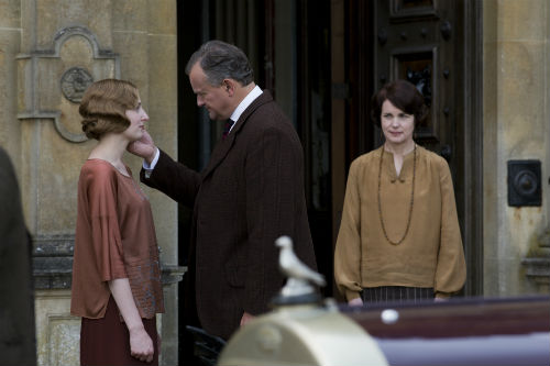 Downton Abbey S4: Edith Crawley (LAURA CARMICHAEL), Robert Crawley (HUGH BONNEVILLE), Cora Crawley (ELIZABETH MCGOVERN)