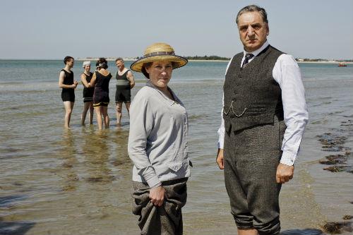 Downton Abbey S4: Mrs. Hughes (PHYLLIS LOGAN), Mr. Carson (JIM CARTER)