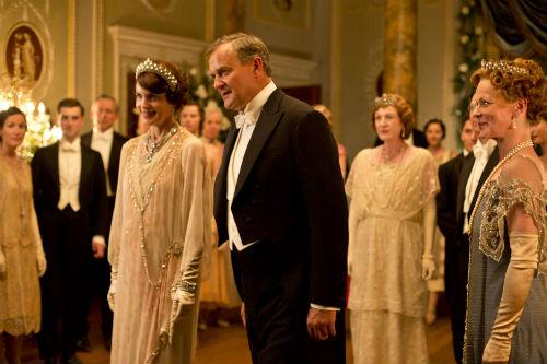 Downton Abbey S4: Cora Crawley (ELIZABETH MCGOVERN), Robert Crawley (HUGH BONNEVILLE)