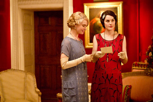Downton Abbey S4: Rose MacClare (LILY JAMES), Mary Crawley (MICHELLE DOCKERY)
