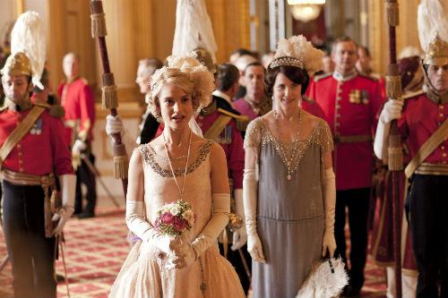Downton Abbey S4: Rose MacClare (LILY JAMES), Cora Crawley (ELIZABETH MCGOVERN)