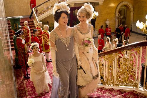 Downton Abbey S4: Cora Crawley (ELIZABETH MCGOVERN), Rose MacClare (LILY JAMES)