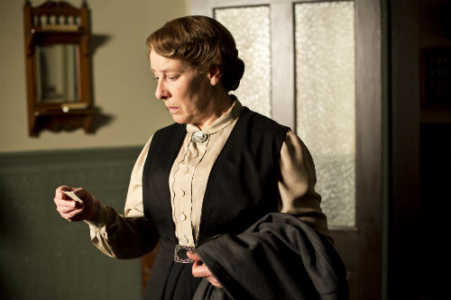 Downton Abbey S4: Mrs. Hughes (PHYLLIS LOGAN)