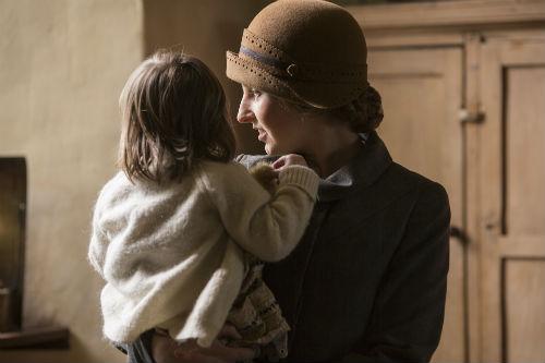 DA S5E1 Edith and baby