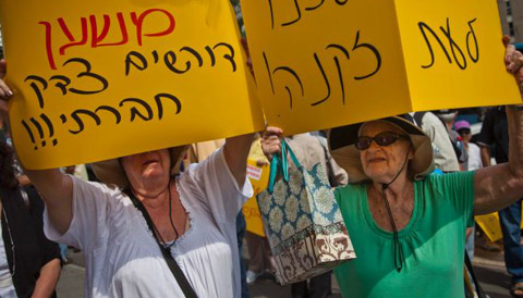 Pensioner Power - A pensioner activist demonstration in Israel demanding social justice