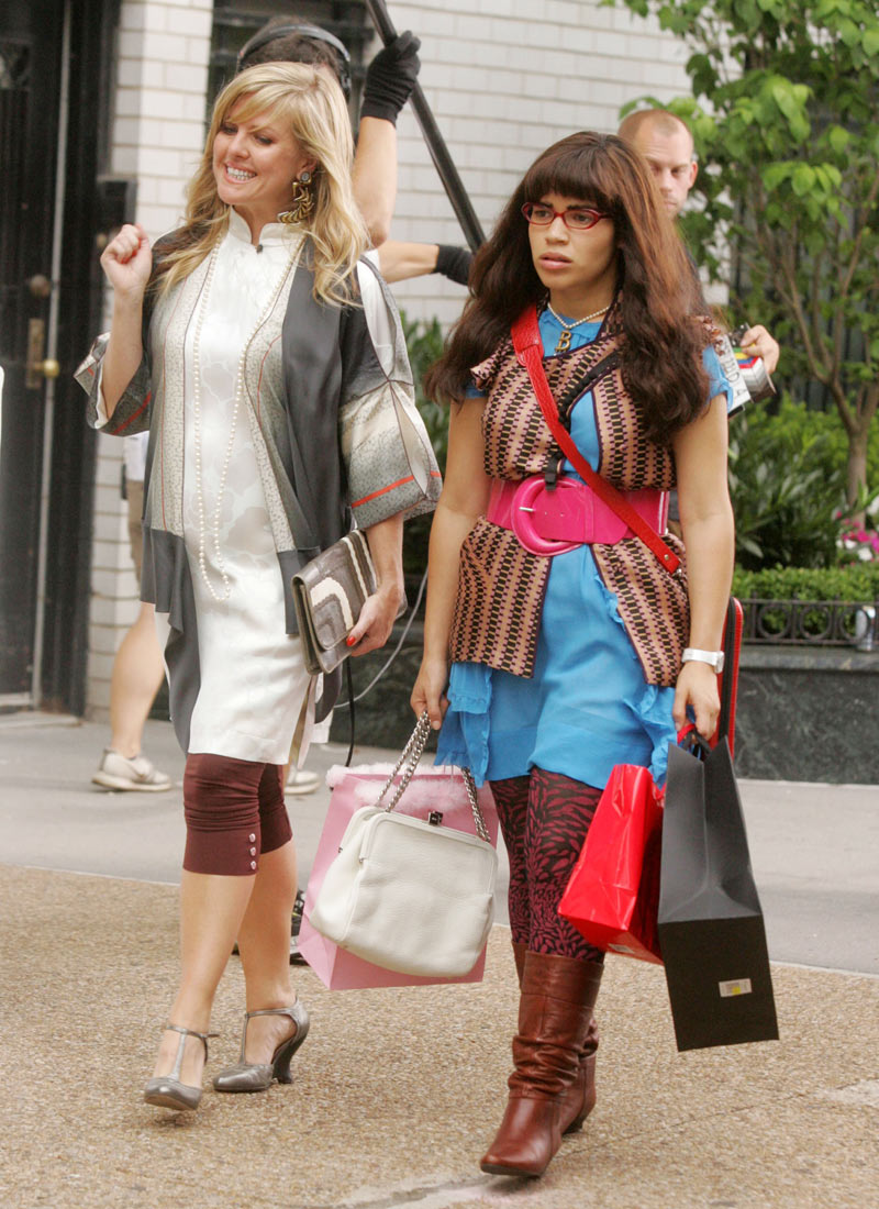 "Agatha Raisin's Ashley Jensen and America Ferrera on the set of ""Ugly Betty"", July 2008"