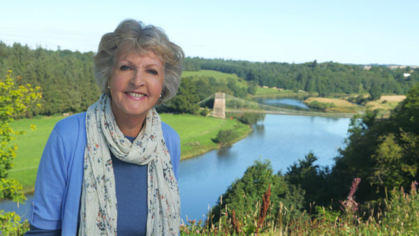 Hidden Coastal Villages with Dame Penelope Keith - E3