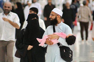 young_muslim_couple_with_toddler_at_masjid_al-haram_6_april_2015