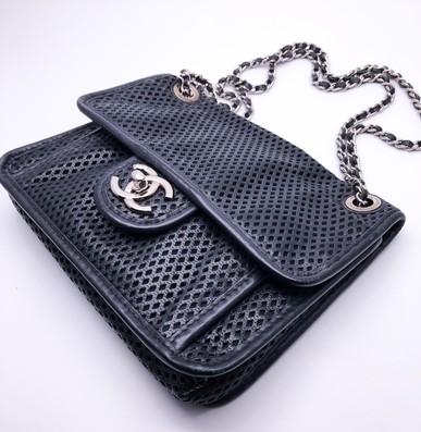 Bolsa Perforated Veau Flap Bag Small Chanel