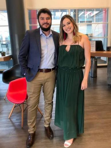 O vestido ficou ótimo mas o melhor foi o atendimento! O primeiro vestido que aluguei não me serviu e consegui fazer a troca super rápido em um feriado!