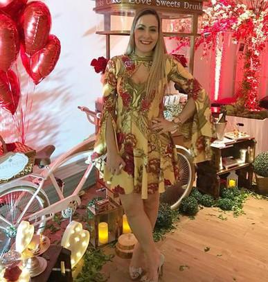 Lindíssimo vestido, como novo. Entrega antes da hora, eu simplesmente amei todo o atendimento e trabalho da Dress & Go. Estão de parabéns!!!!! Ganharam uma cliente com toda certeza.