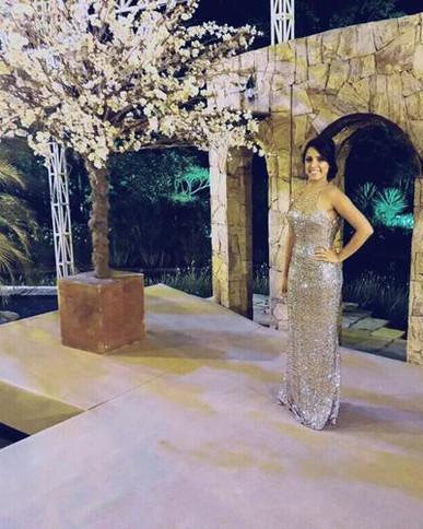 Mavilhoso, tudo perfeito!! Entrega no prazo certo, vestido vem conforme o combinado ... eu amei e super indico !!