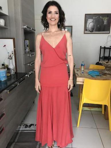 O vestido estava perfeito, caimento maravilhoso. Me senti linda! E além de tudo, o atendimento no showroom foi ótimo. Estava com urgencia para o aluguel no mesmo dia e consegui! Amei!