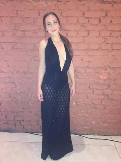 Atendimento impecável, preço justo, qualidade do vestido muito satisfatória.
