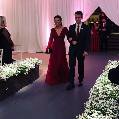 Vestidos lindos!!! Atendimento excelente!!! E o melhor, trazer o vestido e buscar em casa é perfeito!!! Super recomendo!!!
